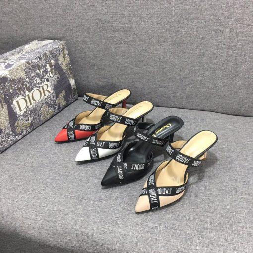 נעלי עקב של דיור