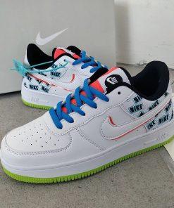 נעלי ספורט מדליקות של NIKE